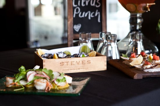 Steve's Fine Wine and Food : Oysters on the terrace
