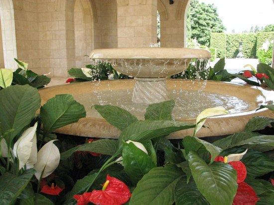 Bahai Gardens  and Shrine: Fountain