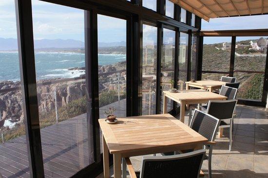 Cliff Lodge: Blicj von der Frühstücksterasse