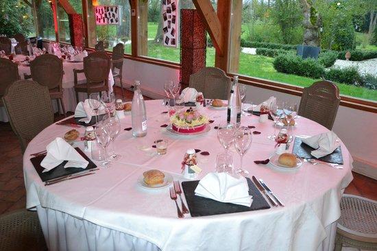Hostellerie Varennes : une table de la soirée
