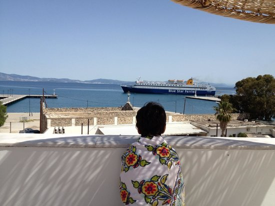 Kosta Palace: Watching the ferry from the rooftop pool