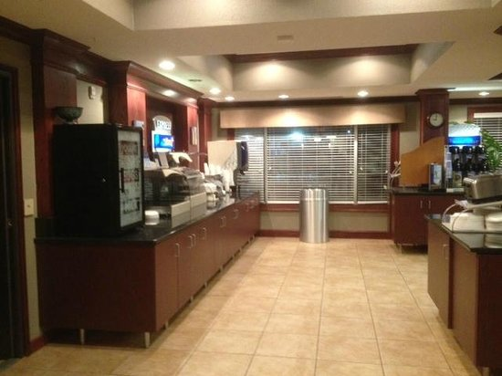 Holiday Inn Express Superior: The breakfast is standard Holiday Inn Express fare in a nice room.