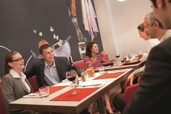 """إيبيس ميلانو سنترو: """"Ibis Kitchen"""" Restaurant"""