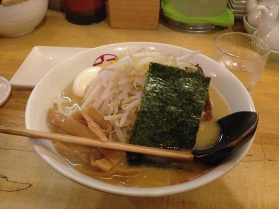 Tsukumo Tonkotsuramen: 味噌とんこつは、もやしがたっぷり