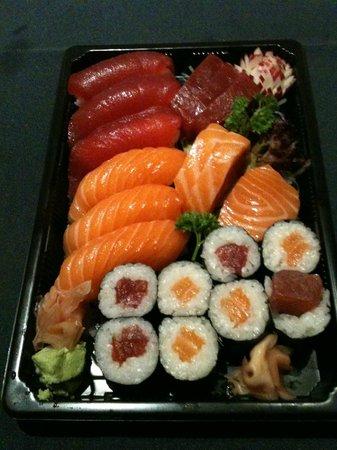Kaguya-Hime: Variado de sushi, sashimi y maki de salmón y atún para llevar