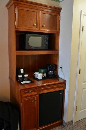 Hilton Garden Inn : Magnetron, koffiezetapparaat, minibar.