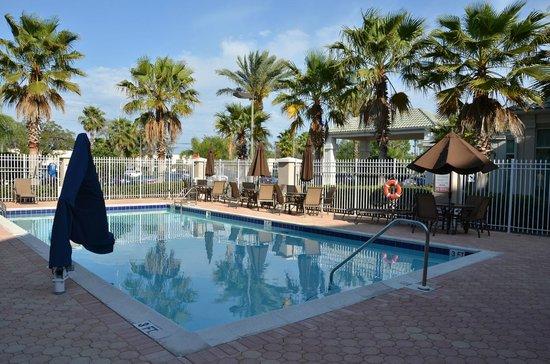 Hilton Garden Inn: Zwembad