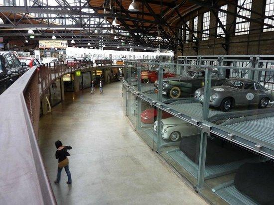 Classic Remise Dusseldorf: Werkstatt und Garagen