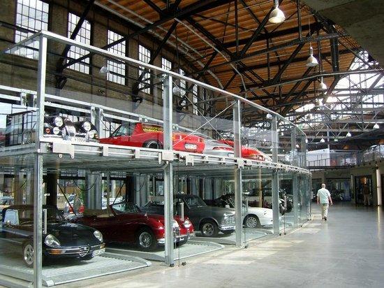 Classic Remise Dusseldorf: Gläserne Garagen