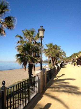 Princesa Playa Hotel Apartamentos: Paseo Maritimo in Marbella
