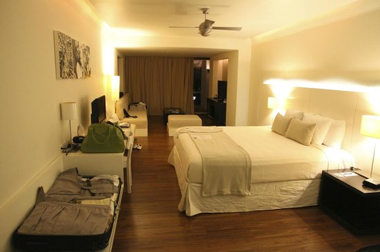 Holland House Beach Hotel: Good sized room - junior suite