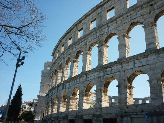The Arena in Pula: Desde el exterior