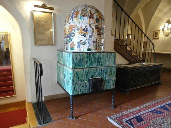 Romantik Hotel Post: Wunderschöner Kachelofen im 1. Stock