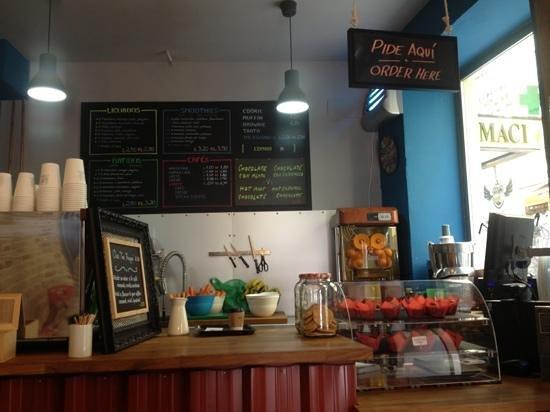 El Ultimo Mono Juice & Coffee: the bar