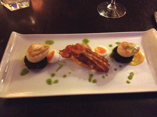Sutherland House: Seared Scallops, Pancetta, home made blackpudding, butternut squash purée and soft boiled quails