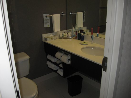 Cambridge Suites - Halifax: The bathroom was great