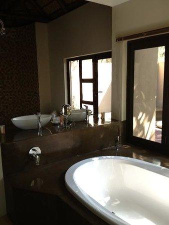 Naledi Game Lodges Huge Modern Bathroom With Large Windows Overlooking River