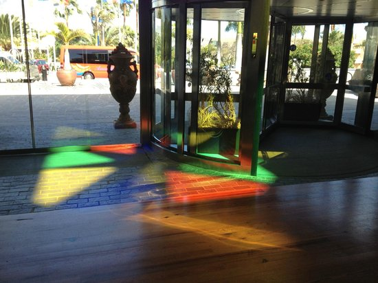 برينسيسا يازا سويت هوتل ريزورت: Reflection in Main Lobby