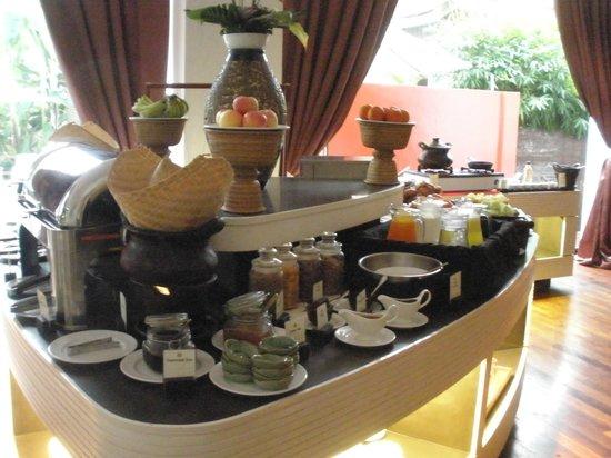 Maison Souvannaphoum Hotel: breakfast spread