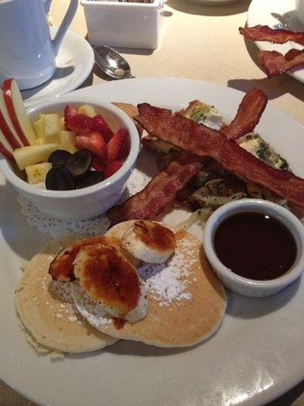 Lake Rabun Hotel & Restaurant: Breakfast included