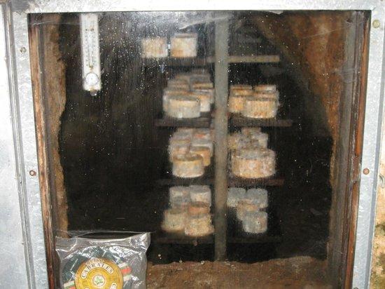 Ruta'l Quesu y la Sidra: cueva maduracion cabrales