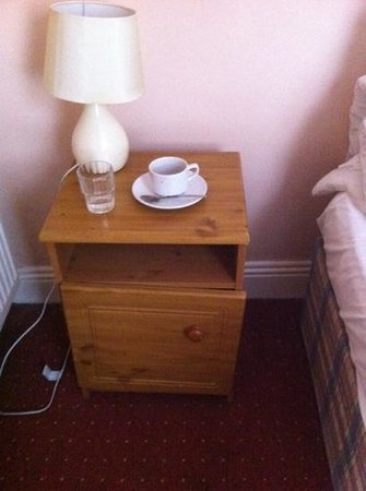Hazelbrook House B&B: broken cabinet and lamp with no socket near it to plug in