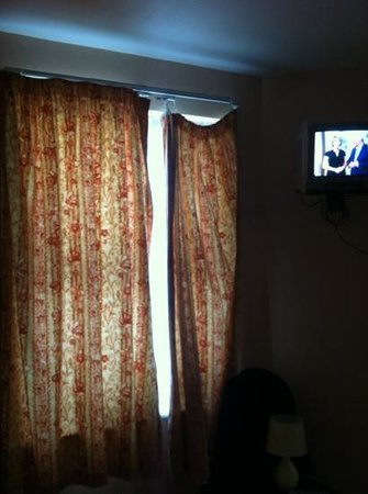 Hazelbrook House: curtains hanging off