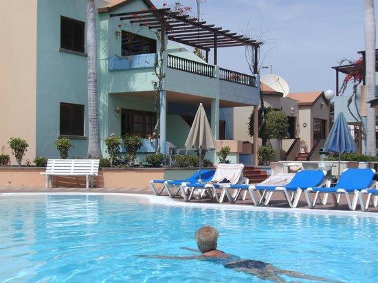 Club Vista Serena: lekker warm en schoon zwembad met poolbar