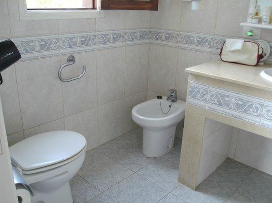 Club Vista Serena: zeer ruime badkamer
