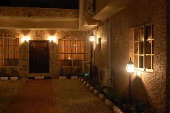 Tivoli Residence : Entrance
