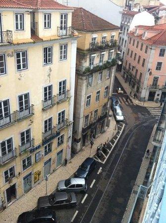 Grande Pensao Residencial Alcobia: вид с балкона вниз...
