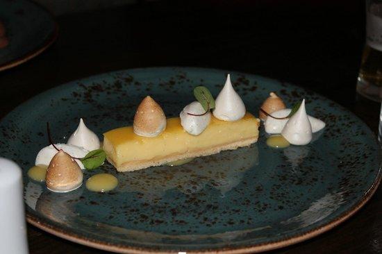 Downstairs Restaurant and Bar: Lemon cake