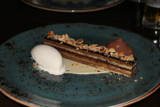 Downstairs Restaurant and Bar: Chocolate mousse cake