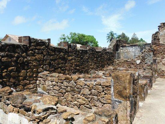 Hôtel Iles du Salut : Prison ruins next to hotel