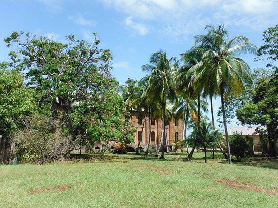 Hôtel Iles du Salut : Prison ruins within hotel grounds
