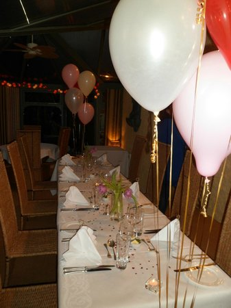Boscundle Manor Hotel Restaurant and Spa: hen party dinner table