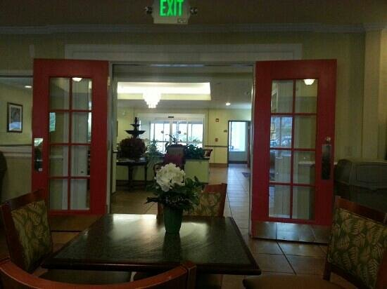 Best Western Plus Airport Inn & Suites : lobby from breakfast area.