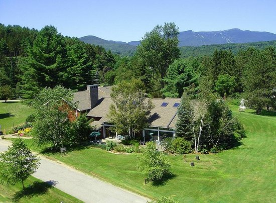 Golden Eagle Resort: Overhead photo of the grounds.