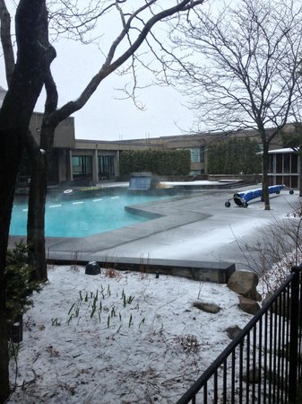 Hotel Bonaventure Montreal : Heated outside pool,
