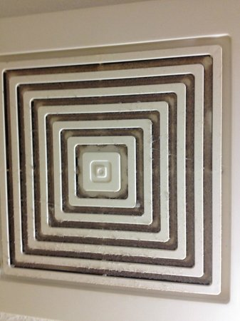 Homewood Suites by Hilton Phoenix-Metro Center : bathroom exhaust vent