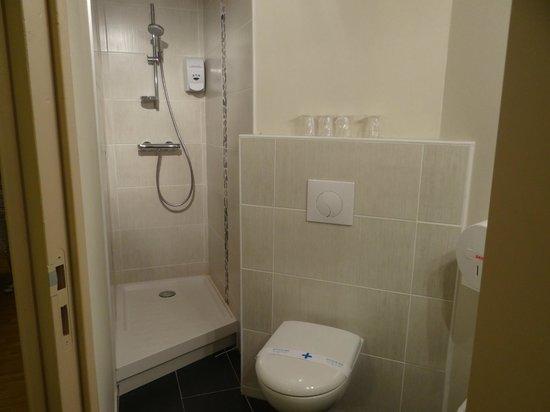 Hôtel balladins Poitiers/Jaunay-Clan : Bathroom
