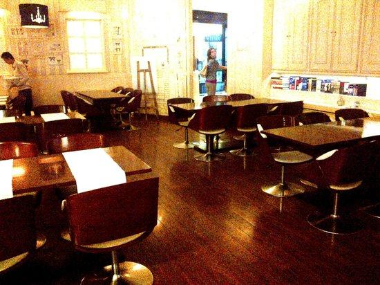 Smoke House Deli : Insides of the restaurant