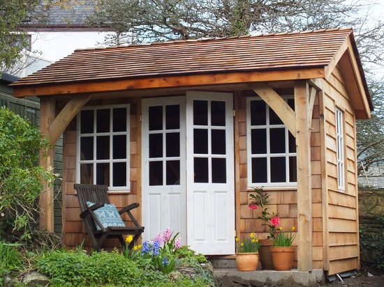 Myrtle Cottage: Afternoon tea in the summerhouse?