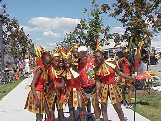 Genova Tours: Carabana Parade
