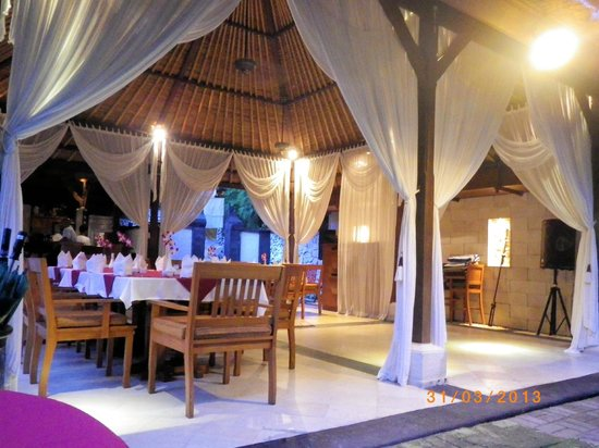Karma Royal Jimbaran: Restaurant prior to show