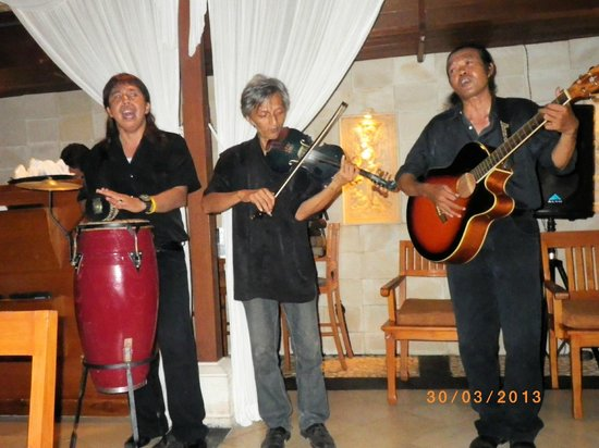 Karma Royal Jimbaran: Saturday night band in restaurant