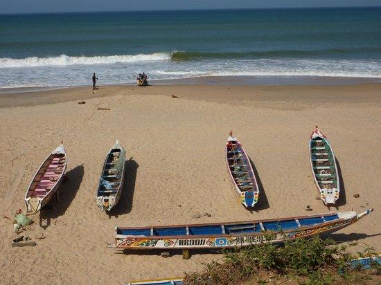 Espace Sobo Bade : Pirogues sur la plage