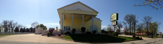 Spinning Wheel Inn: Front View in Panoramic Format