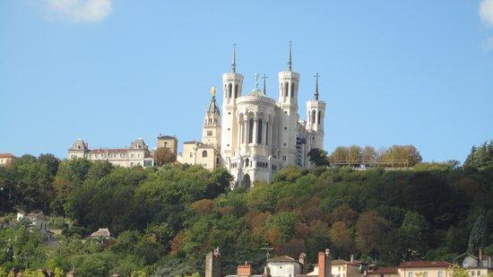 Best Western Hotel Charlemagne: Schitterende kerk