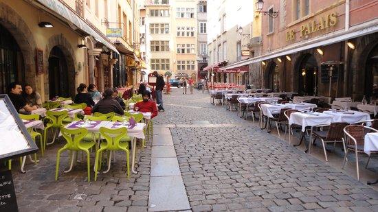 Best Western Hotel Charlemagne: Veel restaurants in het historisch centrum